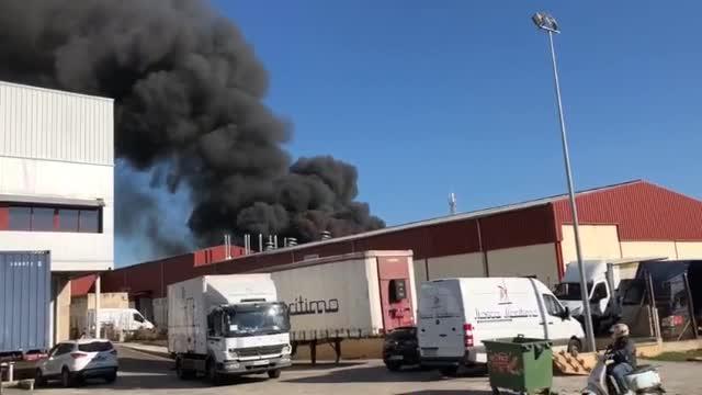 Lagerhalle brennt im Industriegebiet Marratxí