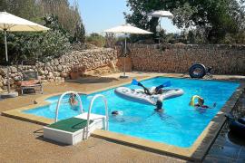 Natürlich verfügt die Finca auch über einen Pool, in dem die Kinder viel Spaß haben.