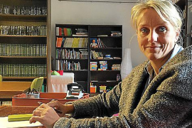 Angelika Dressen, Rechtsanwältin aus München, leitet die Leihbibliothek in Estellencs.