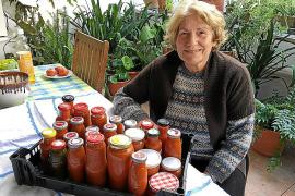Francisca Oliver aus Sineu hat in diesem Jahr 40 Gläser Tomaten eingemacht. Im vergangenen Jahr waren es sogar mehr als 100.