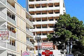 """Das Hotel Riu Playa Park """"thront"""" am oberen Ende der sogenannten Schinkenstraße."""