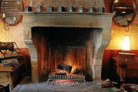 Mallorcas Mandelholz ist ideal zum Verfeuern