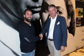 """Javier Pachón (l.) und Michael Blum beim Dankeschön-Treffen im Kino """"Cineciutat"""".."""