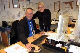 Claudia Schacht und Joaquín Fernandéz arbeiten seit vielen Jahren am Flughafen von Palma Hand in Hand.