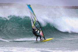 Mann stirbt beim Surfen in Alcúdia