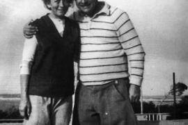 "Karl-Heinz ""Charly"" Probst mit Ehefrau Paula in ihrem Reiterhotel 1962"
