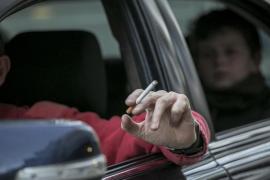 Rauchen im Auto mit Kindern soll verboten werden