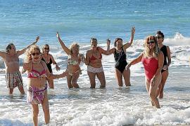 Neujahrsbad auf Mallorca: Von Nixen und Wassermännern