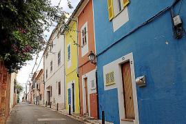 Renovierte Altbauten mit bunter Fassadenbemalung erwecken stellenweise karibisches Flair in El Terreno.