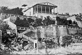 Diese Villa im hellenischen Baustil wurde 1890 errichtet. In den 1920er Jahr machte sie dem Hotel Mediterráneo Platz.
