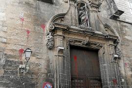 Graffiti an der Kirche Santa Creu noch immer da