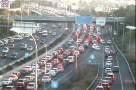 Riesenstau auf Palmas Ringautobahn nach Unfall
