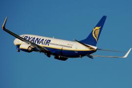 Ryanair-Maschine über Mallorca.