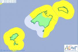 Am Samstag besteht Warnstufe Gelb wegen Regen im Inselnorden sowie an den meisten Küsten wegen rauer See.