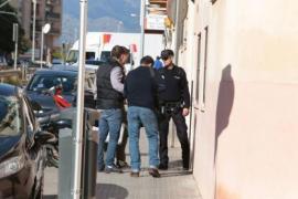 Mann stürzt an Hausfassade in die Tiefe: tot