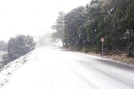 Schnee auf Mallorca sorgt für Straßensperrungen