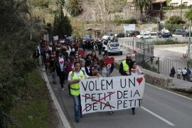 Demo für Erhalt von Deiàs Postkartenidylle