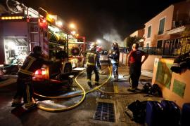 Autos bei Brand eines Containers beschädigt