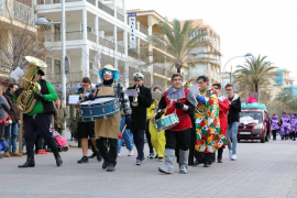 Die Jecken sind los! Karnevalsumzug an der Playa