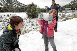 Schneespiele im Tramuntana-Gebirge.