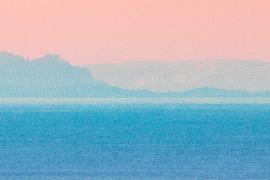 Fotograf lichtet Berge in Katalonien von Mallorca aus ab