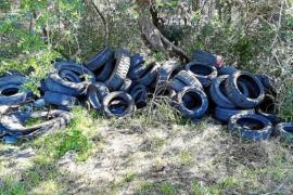Erneut Altreifen in Mallorcas Landschaft entsorgt