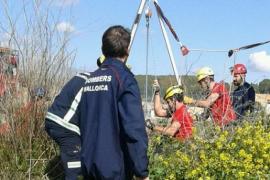 Mann nach Sturz zwei Stunden in Wasserloch gefangen