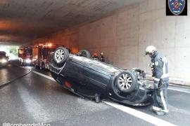 Auto überschlägt sich im Bendinat-Tunnel