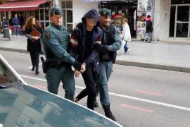 Straftäter entkommen auf der Fahrt zum Gefängnis