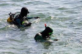 Taucher identifizieren Rumpf des verschollenen Segelboots