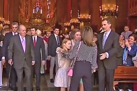 Fotokonflikt zwischen den Königinnen in der Kathedrale