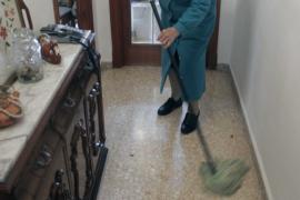 Um die Sauberkeit der Wohnung kümmert sich Antònia eigenhändig.