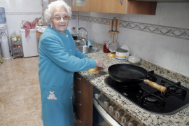 Antònia Gelabert steht noch täglich selbst am Herd.