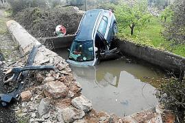 Auto landet bei Valldemossa in Wasserspeicher