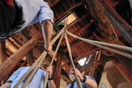 Handarbeit im Glockenturm der Kathedrale von Palma