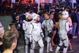 Darth Vader stand für diese Kostümierung Pate.