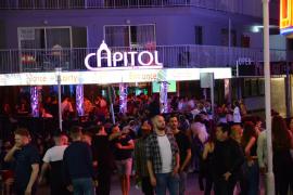 Clubs und Bars buhlten um die Urlauber.
