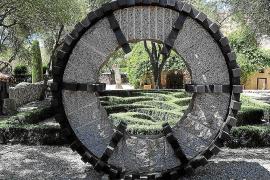 Neue Ausstellung: Große Kunst in blühender Natur