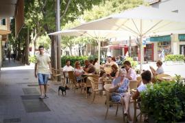 Polizisten kontrollieren Restaurant-Terrassen in Palma