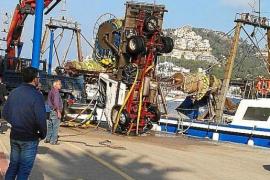 Lkw der Fischer stürzt in Port d'Andratx ins Meer