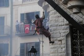 Die Piraten zeigten akrobatische Kletterkünste.