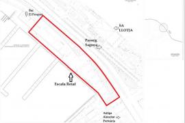 Die rote Linie im Lageplan zeigt die Ausmaße der geplanten Tiefgarage.