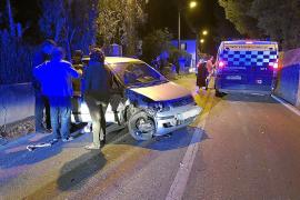 Betrunkene Autofahrerin kracht gegen Haus