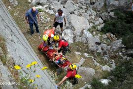 Radfahrer stürzt bei Bergtour zehn Meter in die Tiefe