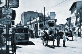 So sah die Plaza Gomila in den 1950er Jahren aus. Prägend war die mittlerweile abgerissene Casa Planas.
