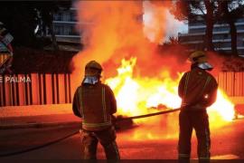 Brandstifter fackelt sechs Müllcontainer unweit des Mega-Parks ab
