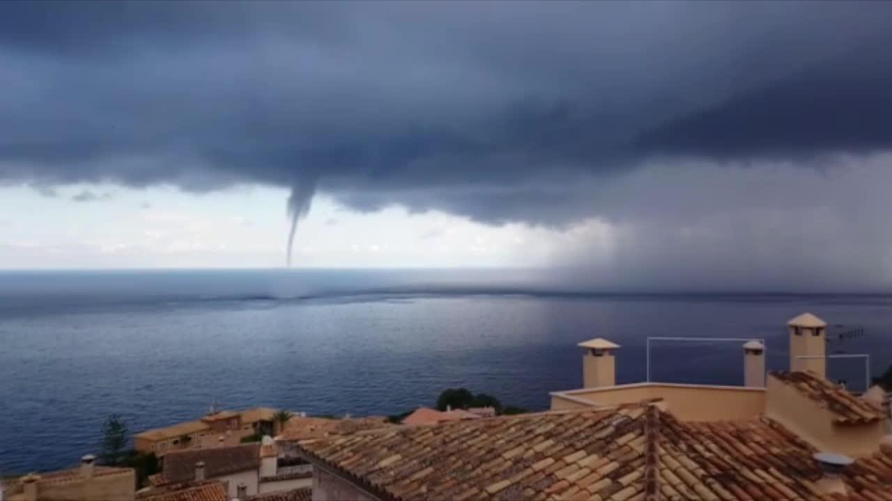 Windhose vor der Küste Mallorcas gefilmt