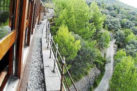 Auf den Schienen nach Sóller laufen