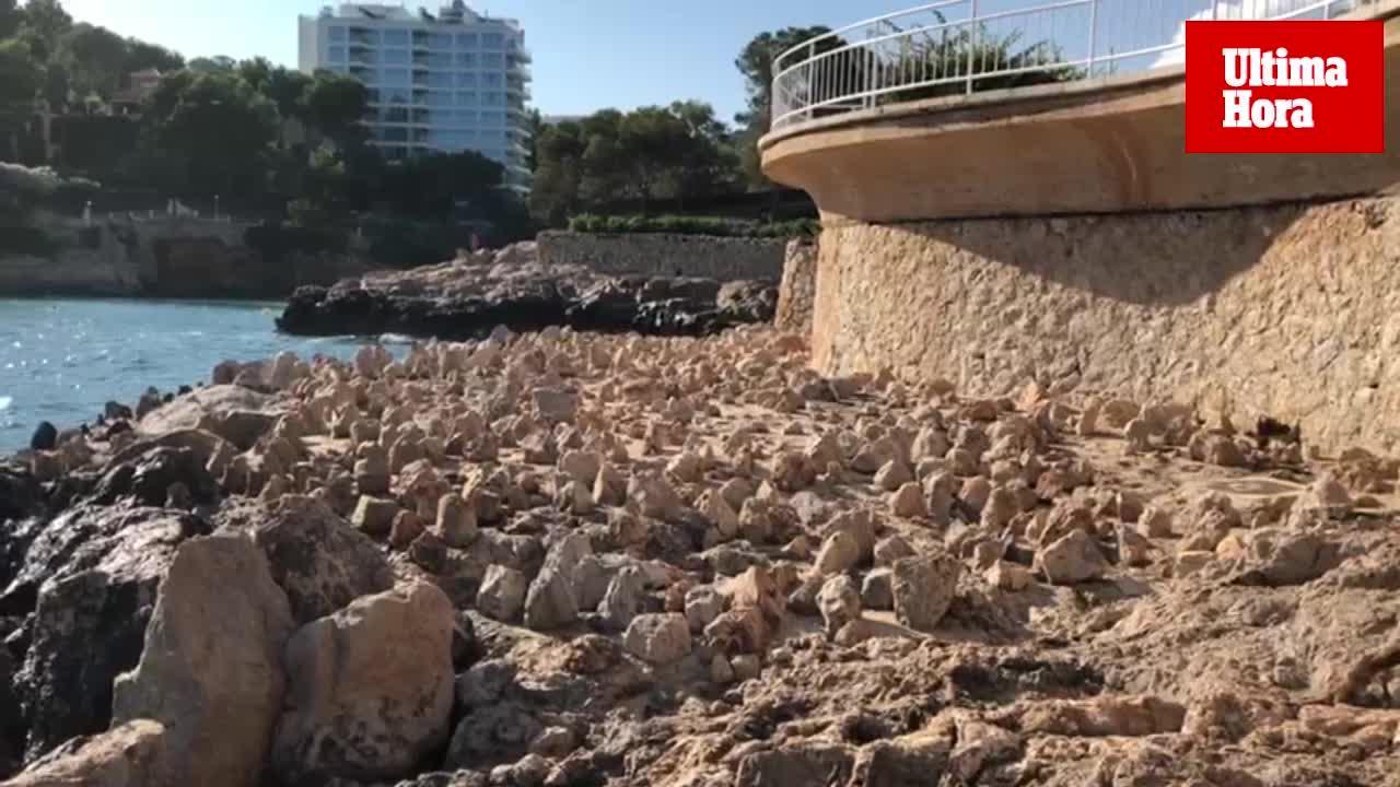 Erneut Küstenabschnitt mit spitzen Steinen versehen