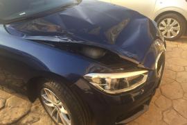 Der Mann stürzte auf diesen BMW.